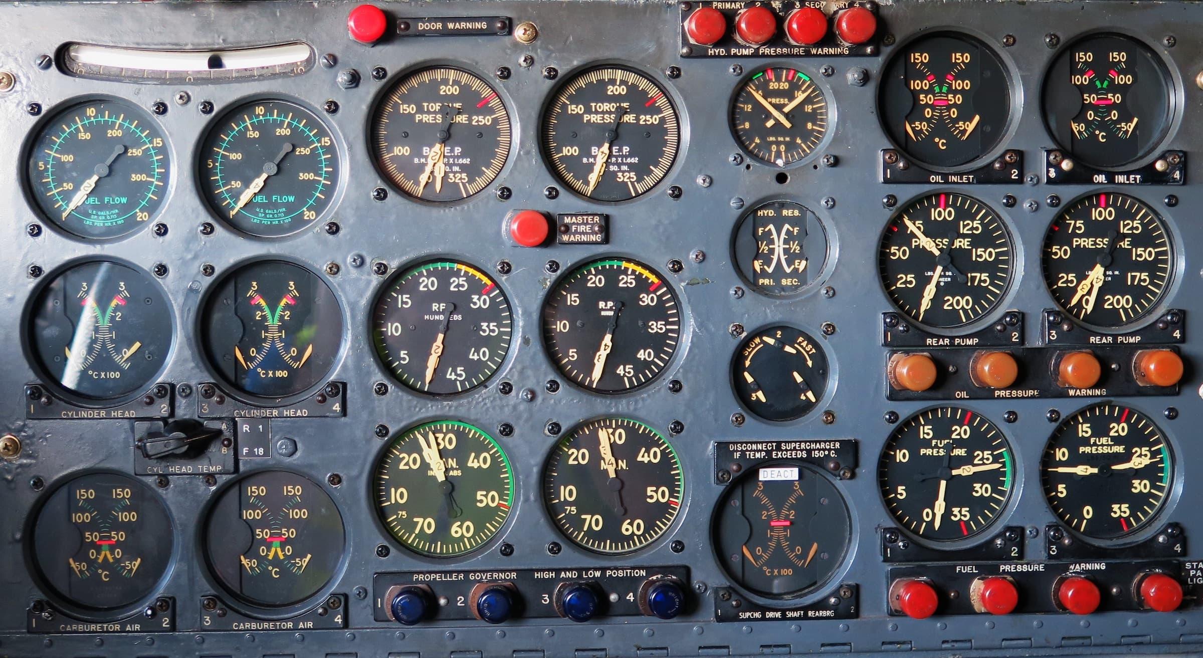 Aircraft instrument panel, photographer Arie Wubben via unsplash.com