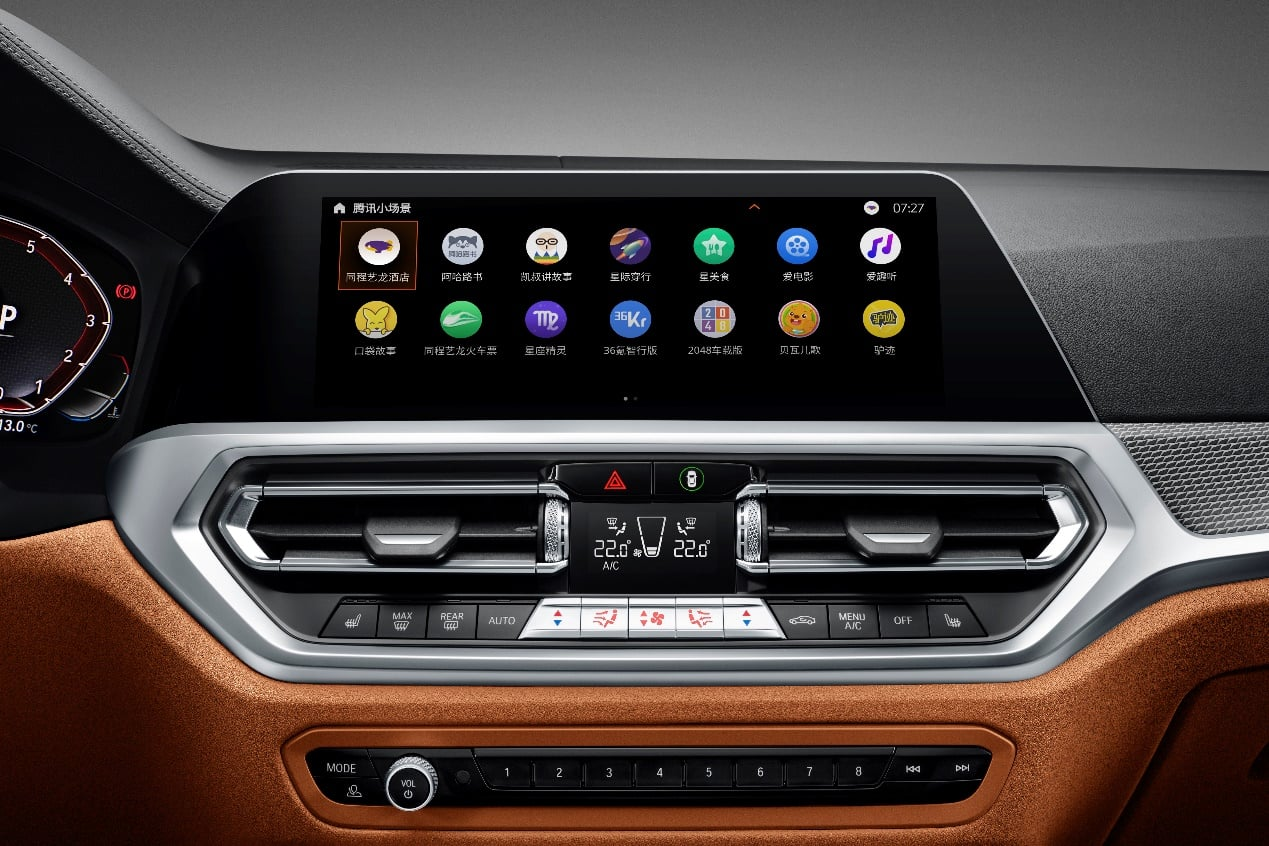 Dashboard of a Tencent car showing two rows of mini app icons.
